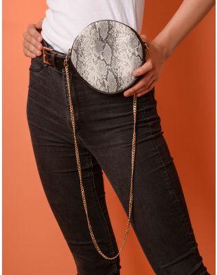 Ремінь у комплекті з сумкою на ланцюжку із зміїним принтом | 237702-11-XX