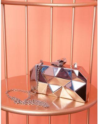 Сумка клатч на ланцюжку з рельєфним корпусом | 237655-05-XX